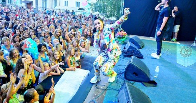 """Святковий концерт за участі гурту """"Пара Нормальних"""" на святкуванні 144-ї річниці Дня міста"""